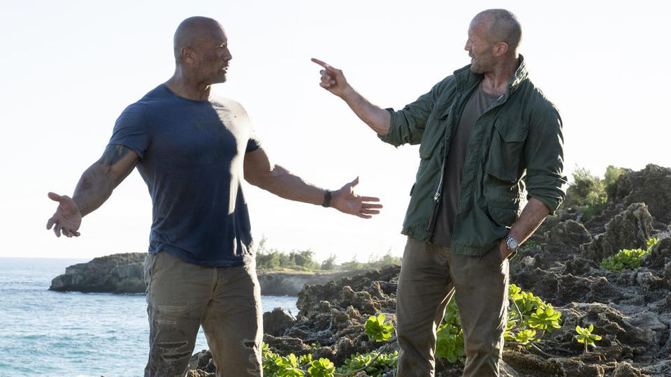 "Dwayne ""The Rock"" Johnson und Jason Statham (r.) in ""Fast & Furious: Hobbs & Shaw"""