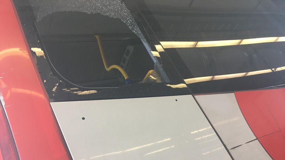 Busunfall in Bonn: Scheibe zerbrochen - Fünfjährige verletzt