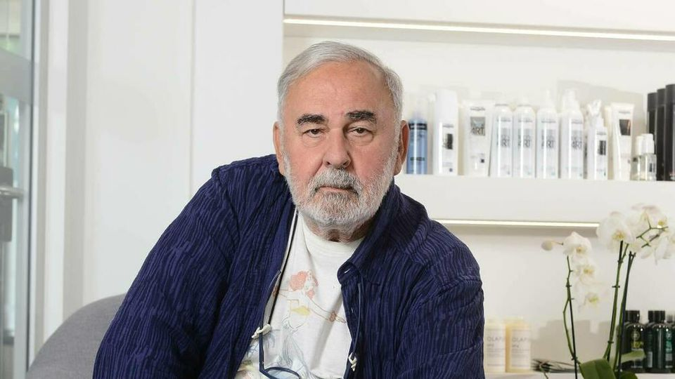 Udo Walz in seinem Friseursalon.