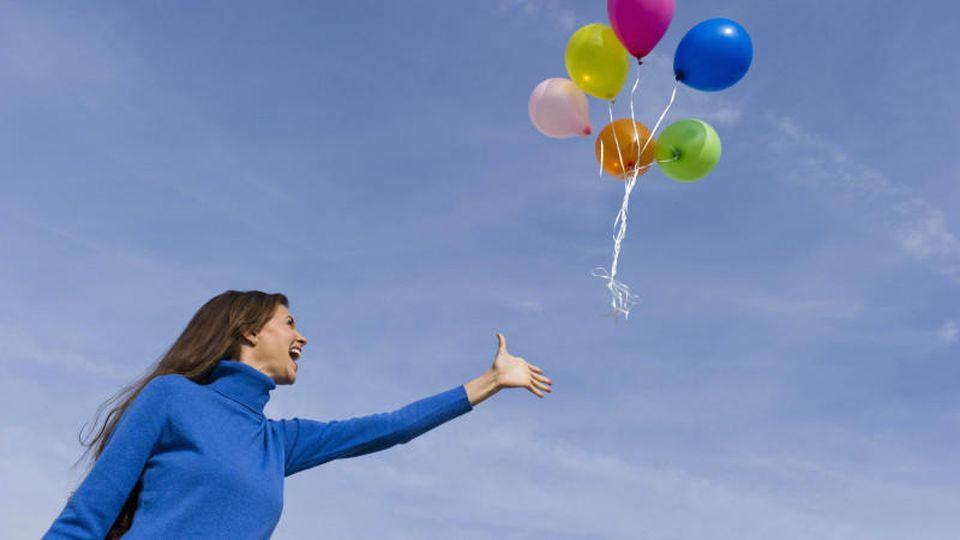 Ballons steigen lassen: Ein kindliches Vergnügen, auch für Erwachsene. In den Niederlanden wird es in immer mehr Gemeinden verboten.