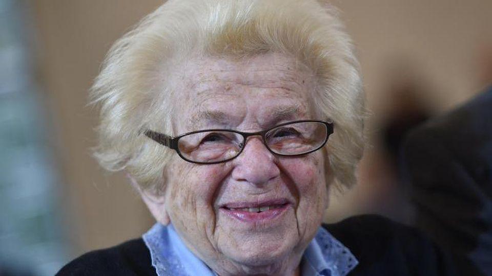 Die Sexualtherapeutin Ruth Westheimer. Foto: Arne Dedert/dpa/Archivbild