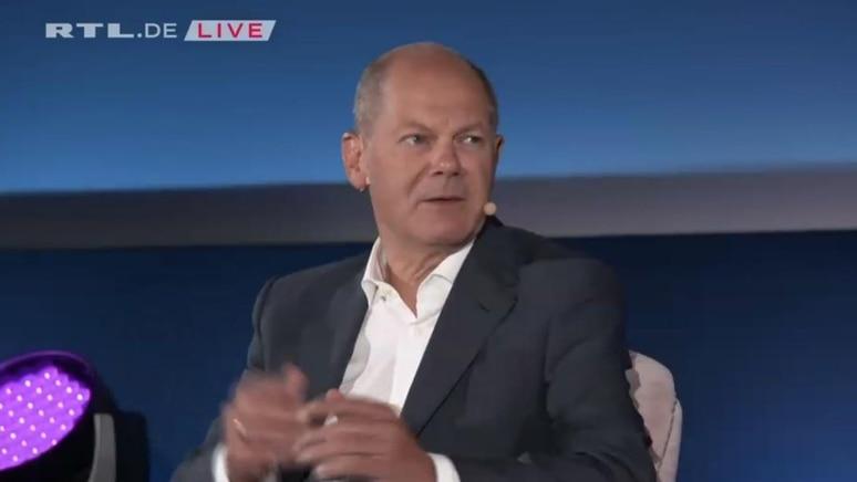 SPD-Kanzlerkandidat Olaf Scholz im Brigitte Talk