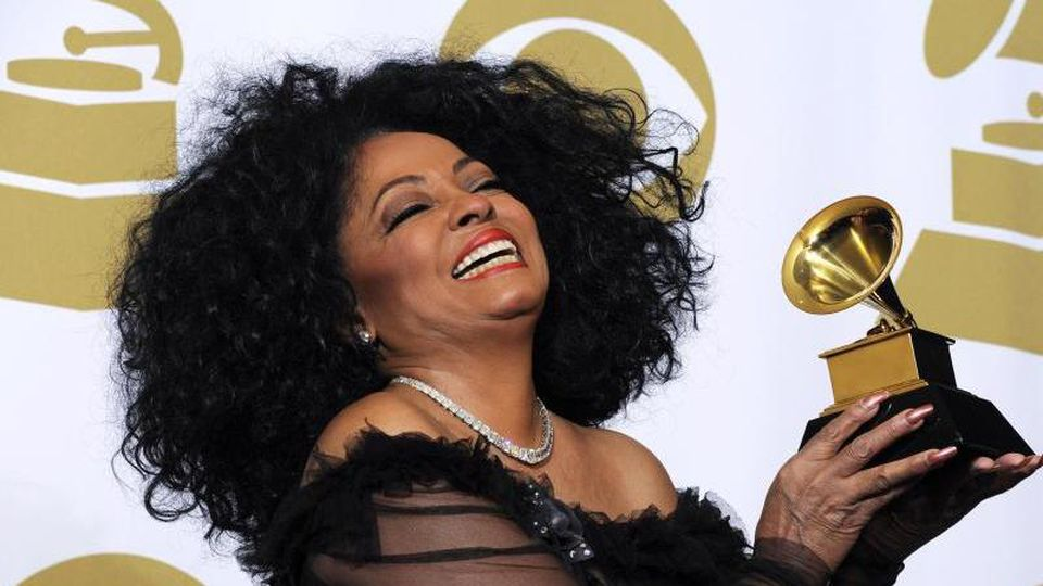 Diana Ross mit ihrem Grammy (2012). Foto: Paul Buck/EPA