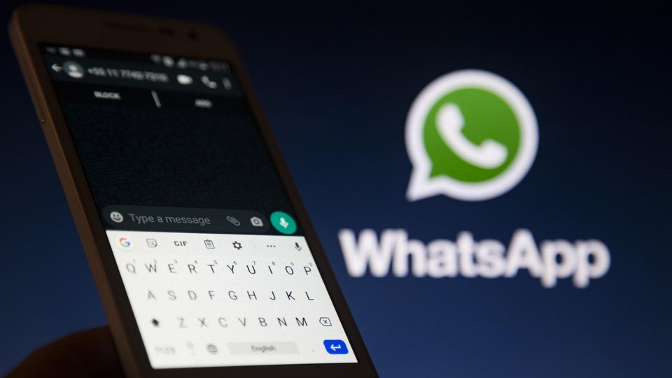 WhatsApp Limits Message Forwarding
