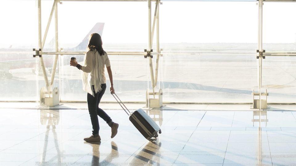 Der Geschäftsreiseverband fordert: Fluggäste sollten kurz vorm Abflug zahlen dürfen.