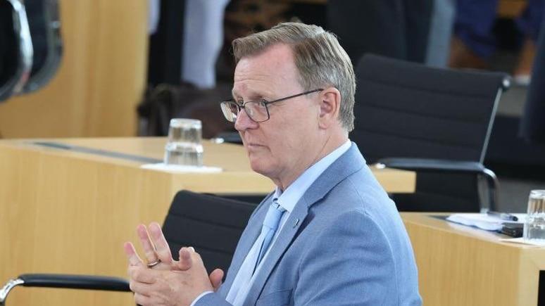 Bodo Ramelow (Die Linke), Ministerpräsident von Thüringen sitzt im Landtag. Foto: Bodo Schackow/dpa-Zentralbild/dpa
