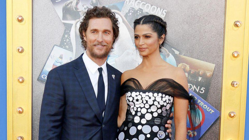Matthew McConaughey an der Seite seiner ebenfalls wohltätigen Ehefrau Camila Alves