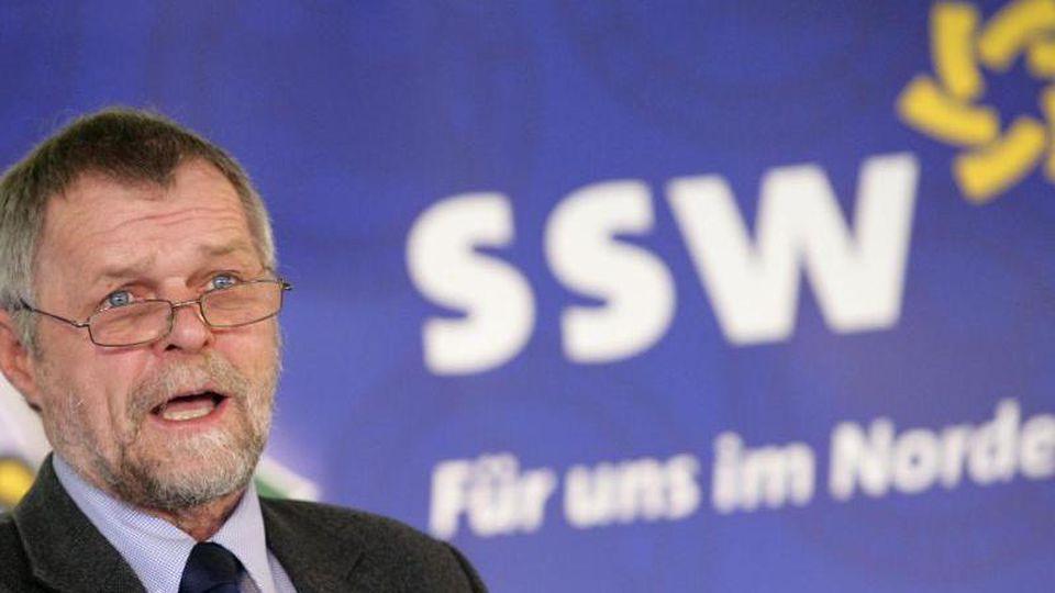 Flemming Meyer (SSW) spricht während eines Parteitags. Foto: Daniel Bockwoldt/dpa/Archivbild