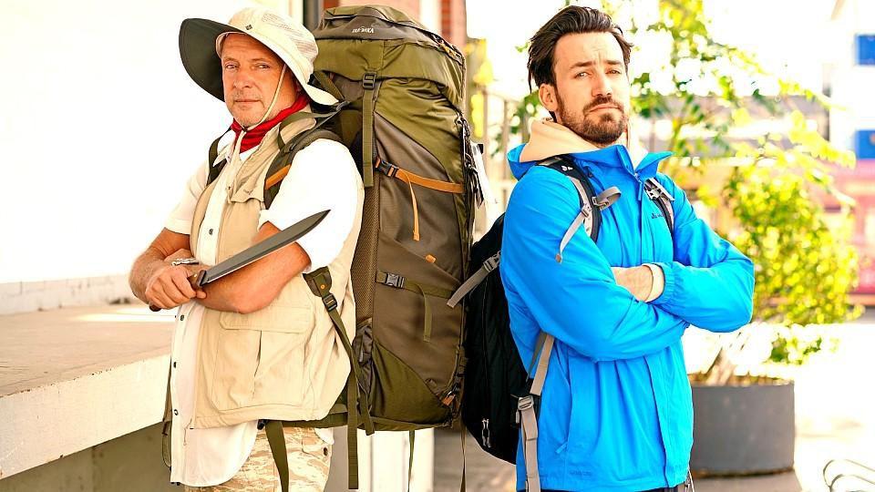 """Für die neue Sendung """"'Buschi vs Köppen"""" schickt RTL Frank Buschmann (l.) und Jan Köppen auf ein ganz besonderes Abenteuer."""