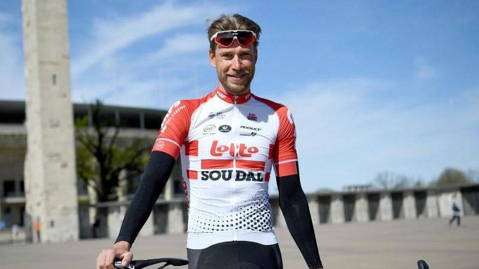 Roger Kluge, deutscher Radsportler, steht vor dem Olympiastadion. Foto: Britta Pedersen/zb/dpa/Archivbild