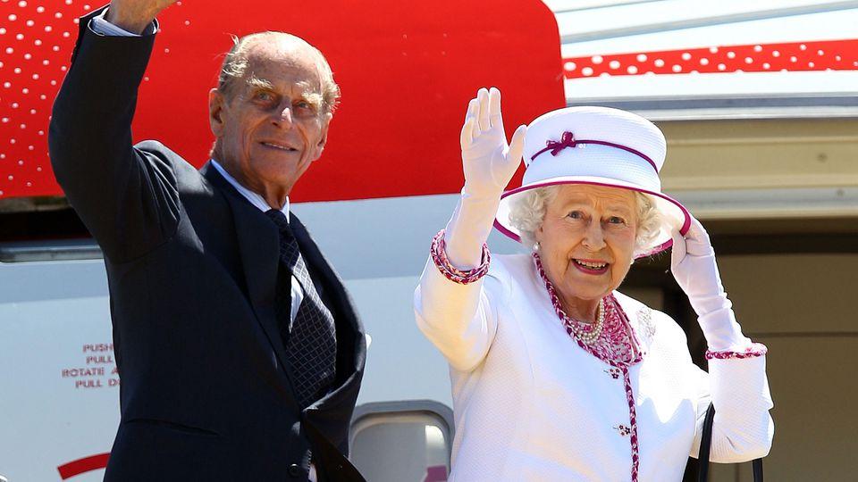 Nach dem Tod von Queen-Ehemann Prinz Philip veröffentlicht der Palast neue Fotos des Duke of Edinburghs auf Reisen.