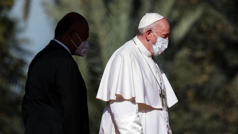 Nach dem Empfang durch Iraks Präsidenten Barham Salih trifft Papst Franziskus Großajatollah Ali al-Sistani. Foto: Ameer Al Mohammedaw/dpa