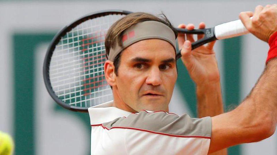 """Roger Federer führt als erster Tennisprofi die Liste der bestverdienenden Sportler des US-Magazins """"Forbes"""" an. Foto: Michel Euler/AP/dpa"""