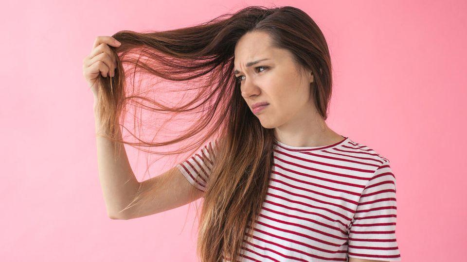 Wenn die braun getönten Haare plötzlich einen Rotstich haben, helfen ein paar Tricks
