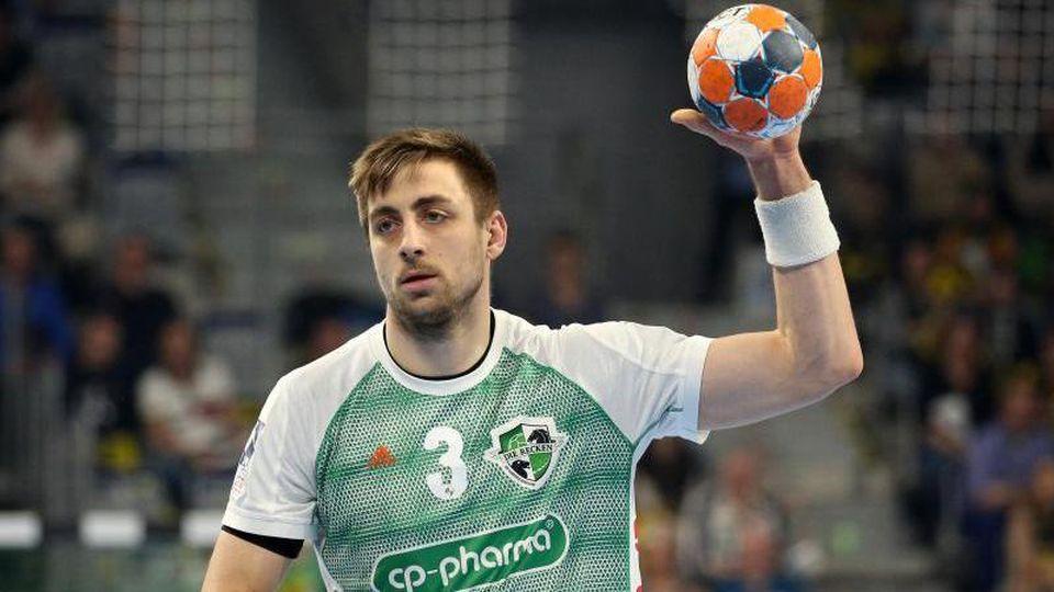 Nejc Cehte spielt den Ball. Foto: Michael Deines/dpa/Archivbild