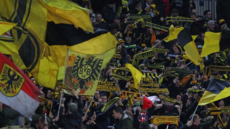Die Fans von Borussia Dortmund feiern ihre Helden