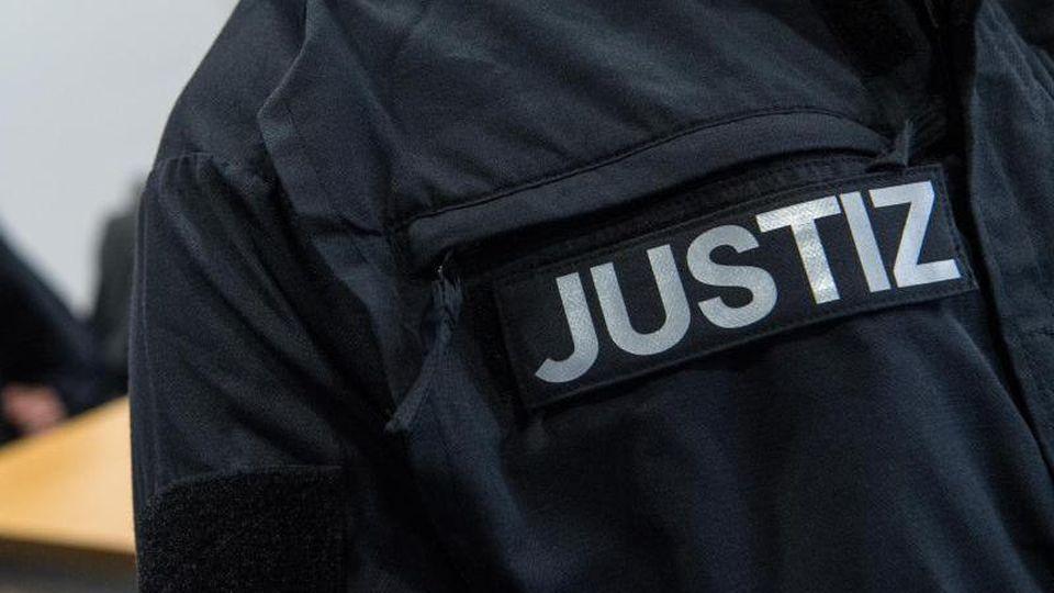 Gewalt im Polizeieinsatz? Urteil gegen Beamten erwartet. Foto: Sebastian Gollnow/Archiv