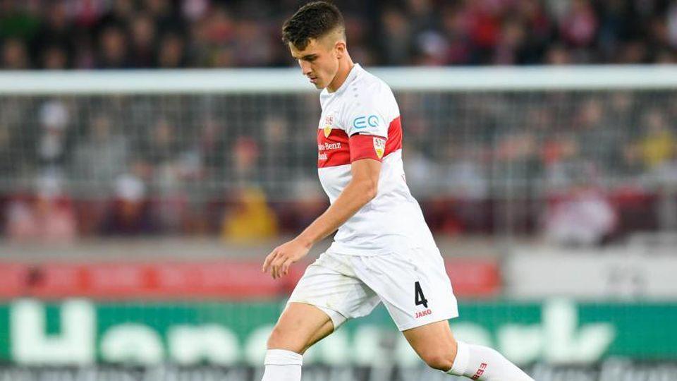 Der VfB-Spieler Marc Oliver Kempf in Aktion. Foto: Tom Weller/dpa/Archivbild