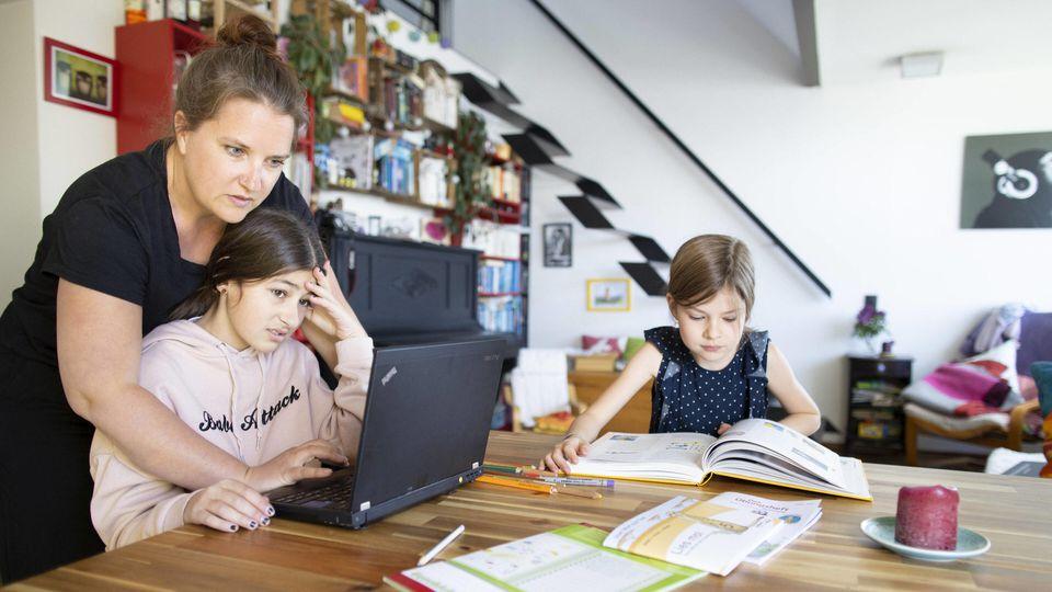 Können Eltern wegen der Betreuung ihrer Kinder nicht arbeiten, haben sie Anspruch auf Lohnersatz