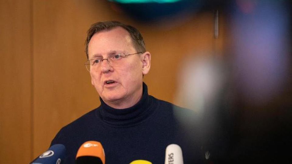 Bodo Ramelow spricht nach dem Treffen von Rot-Rot-Grün mit der CDU über die Gespräche. Foto: Michael Reichel/dpa/Archiv