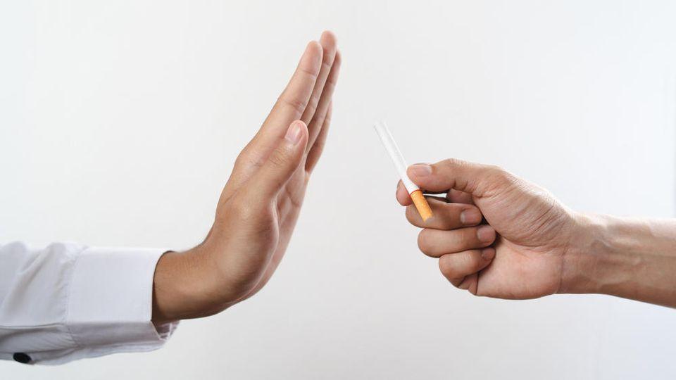 Man benötigt viel Selbstdisziplin, um mit dem Rauchen aufzuhören.
