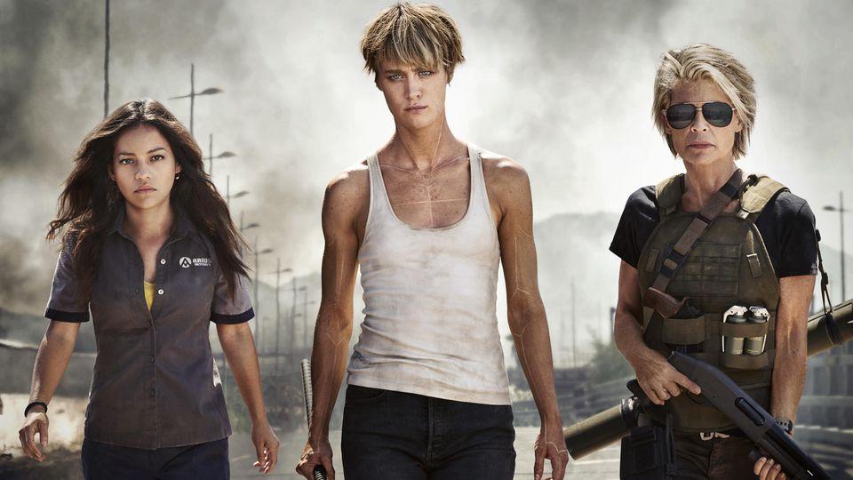 "Natalia Reyes als Dani Ramos, Mackenzie Davis als Grace und Linda Hamilton als Sarah Connor in ""Terminator: Dark Fate""."