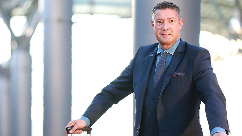 Joachim Llambi moderiert 'Die Reisechecker' auf RTL.