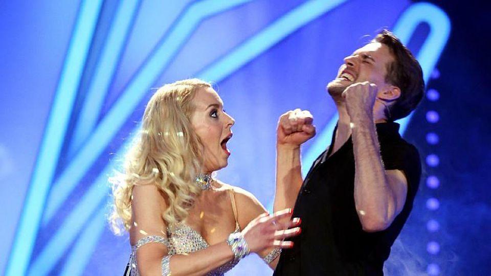 """Alexander Klaws holt sich mit seiner Tanzpartnerin Isabel Edvardsson den Titel """"Dancing Star 2014"""""""