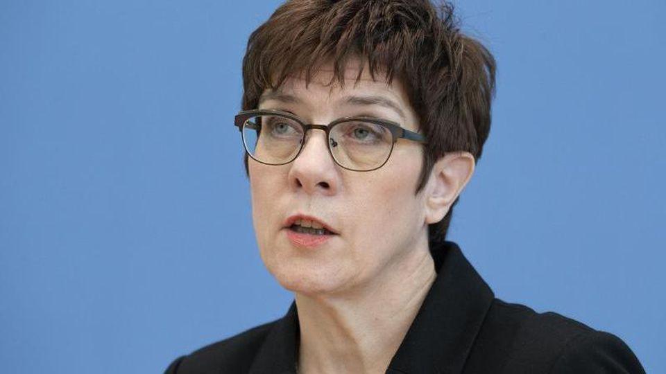 CDU-Chefin und Bundesverteidigungsministerin Annegret Kramp-Karrenbauer (CDU). Foto: Michael Sohn/AP pool/dpa