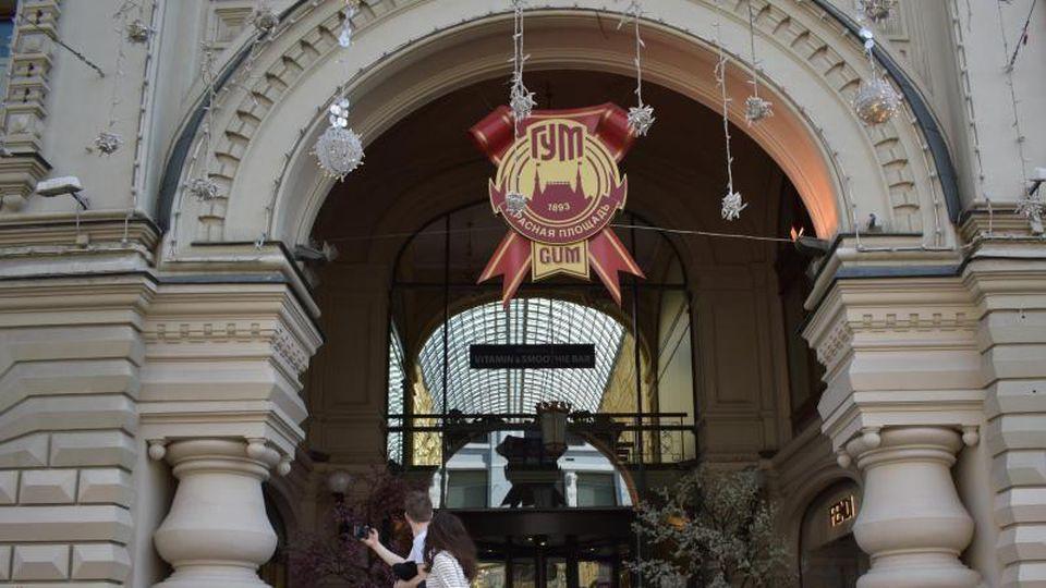 Das Luxuskaufhaus GUM in Moskau ist wegen der Corona-Pandemie geschlossen. Foto: Christian Thiele/dpa