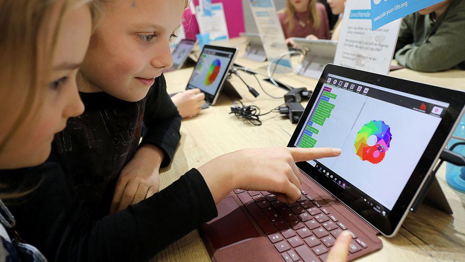 Durch Milliardenzahlungen des Bundes soll die Digitalisierung von Schulen finanziert werden.