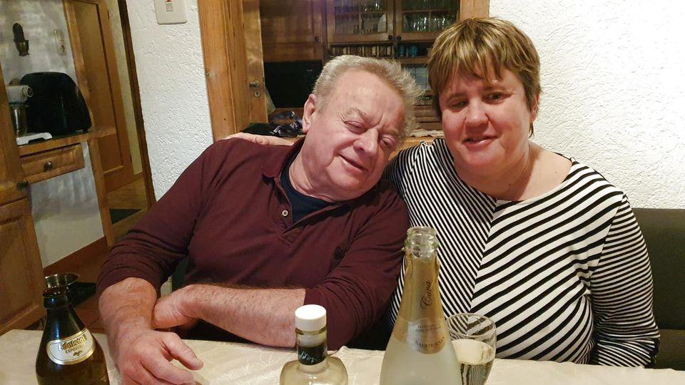 Franz Gansmeier und seine Freundin Beate Thiem bei einer Geburtstagsfeier.
