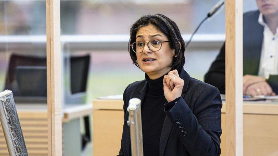 Die SPD-Landesvorsitzende Serpil Midyatli spricht im Kieler Landtag. Foto: Frank Molter/dpa