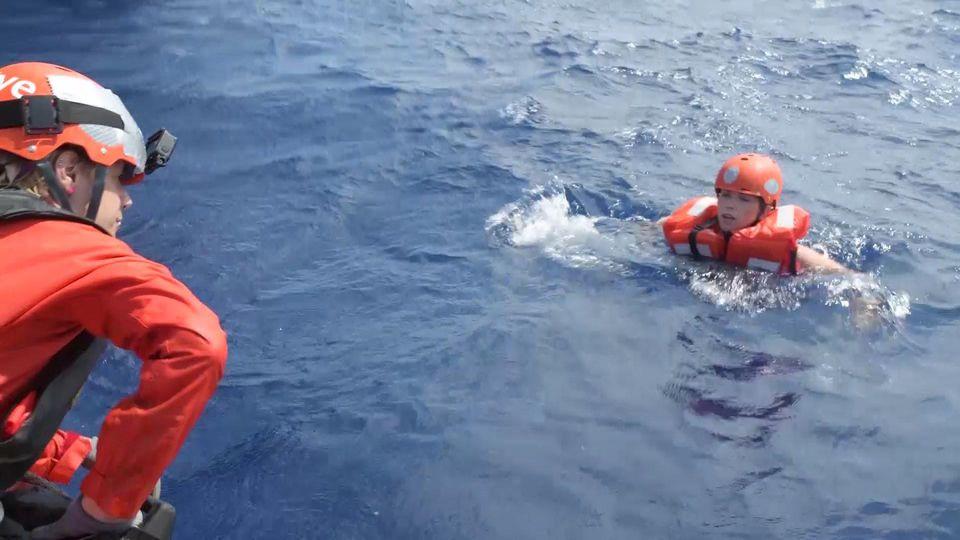 RTL-Reporterin wird aus dem Meer geholt