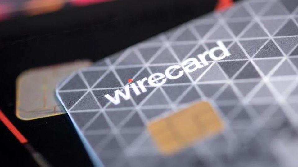 Eine Kreditkarte des Bezahldienstleister Wirecard in einem Showroom des Unternehmens. Foto: Sven Hoppe