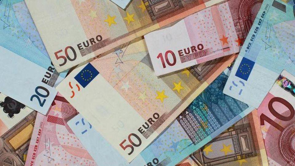 Geld. Foto: Jens Wolf/Archiv