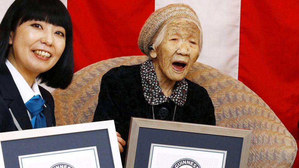 Japanerin ist jetzt im Guinness Buch der Rekorde Kane Tanaka ist mit 116 Jahren der älteste Mensch der Welt