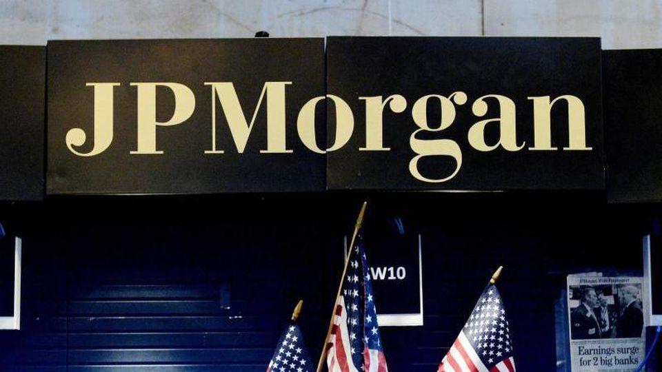 Dank brummender Geschäfte mit Anleihen steigerte die größte US-Bank JPMorgan den Überschuss im Jahresvergleich um rund acht Prozent auf 9,1 Milliarden Dollar (8,3 Mrd Euro), wie das Geldhaus in New York mitteilte. Foto: Justin Lane/epa/dpa