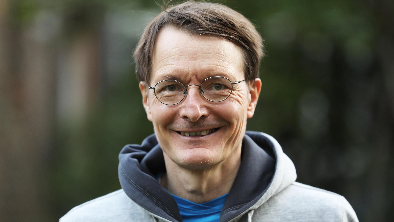 """Gesundheitsexperte Karl Lauterbach ist zu Gast im Podcast """"heute wichtig""""."""