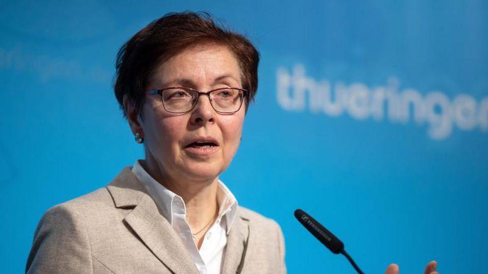 Heike Taubert spricht während einer Pressekonferenz. Foto: Michael Reichel/dpa/Archiv