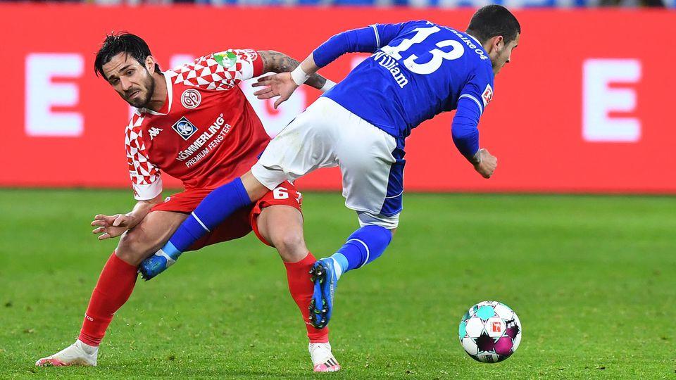 Abstiegskampf auf Schalke: Tatsächlich ging es oft hart zu in den Zweikämpfen zwischen S04 und Mainz