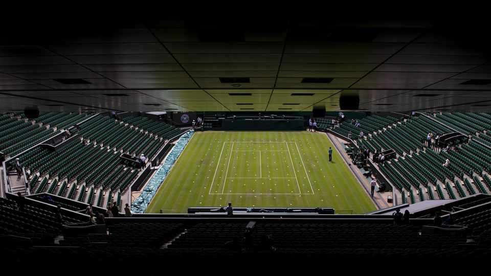 160628 Interiör över Centre Court under tennisturneringen Wimbledon den 28 juni 2016 i London. PUBLICATIONxINxGERxSUIxO