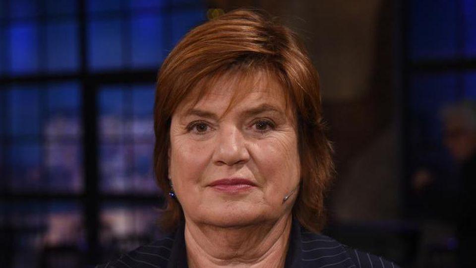 """Die Moderatorin Christine Westermann steht nach der Aufzeichnung des """"Kölner Treff"""" im Studio. Foto: Henning Kaiser/dpa"""