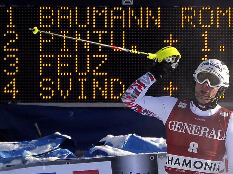 Romed Baumann rettet seinen Vorsprung aus der Abfahrt ins Ziel. Foto: Christophe Karaba