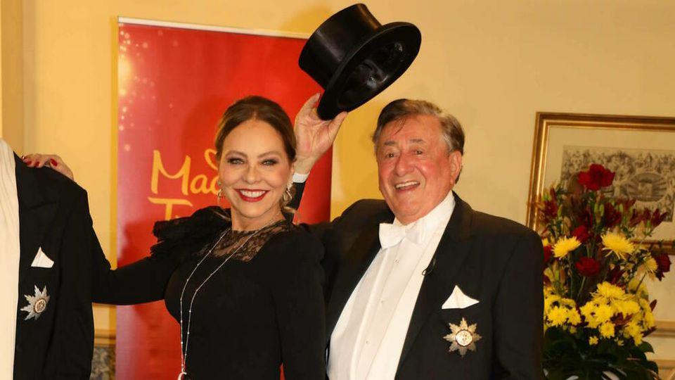 Ornella Muti und Richard Lugner haben sich für den Wiener Opernball in Schaale geworfen.