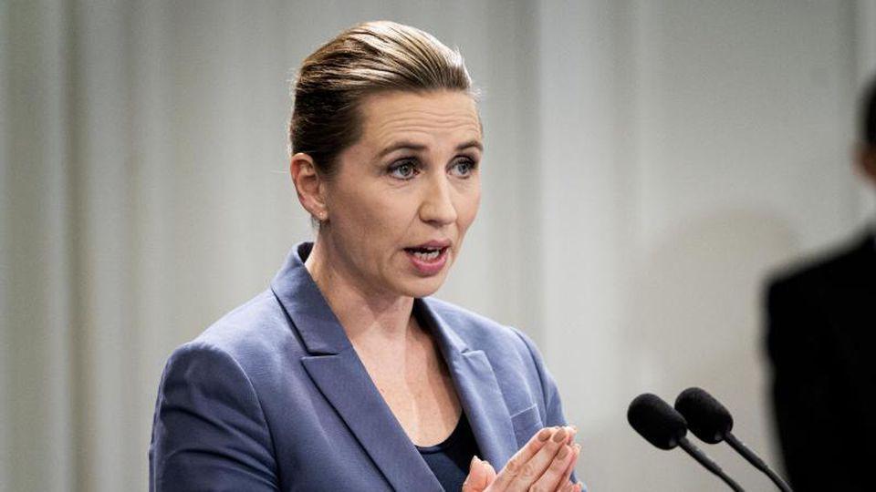 Die dänische Ministerpräsidentin Mette Frederiksen informiert auf einer Pressekonferenz über das Coronavirus (Archiv). Foto: Ida Guldbaek Arentsen/Ritzau Scanpix/AP/dpa