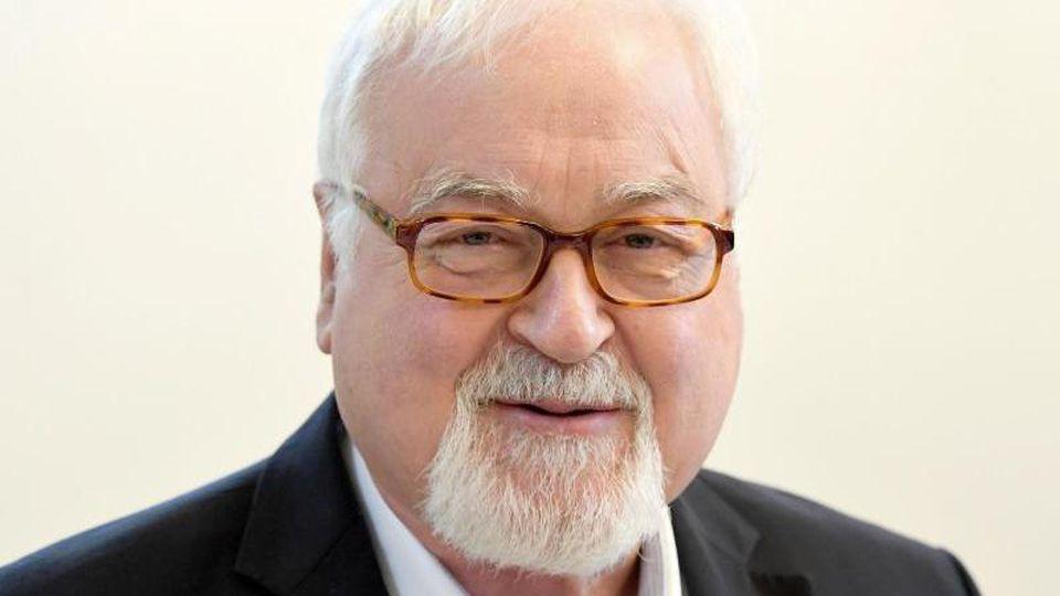 Peter Harry Carstensen (CDU), ehemaliger Ministerpräsident von Schleswig-Holstein, lächelt. Foto: Carsten Rehder/dpa