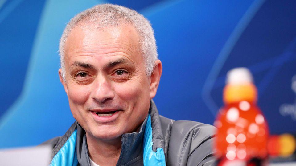Jose Mourinho scherzt über zu kleine Tore in der Europa League