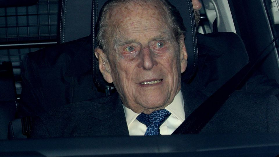 Prinz Philip muss im Krankenhaus behandelt werden