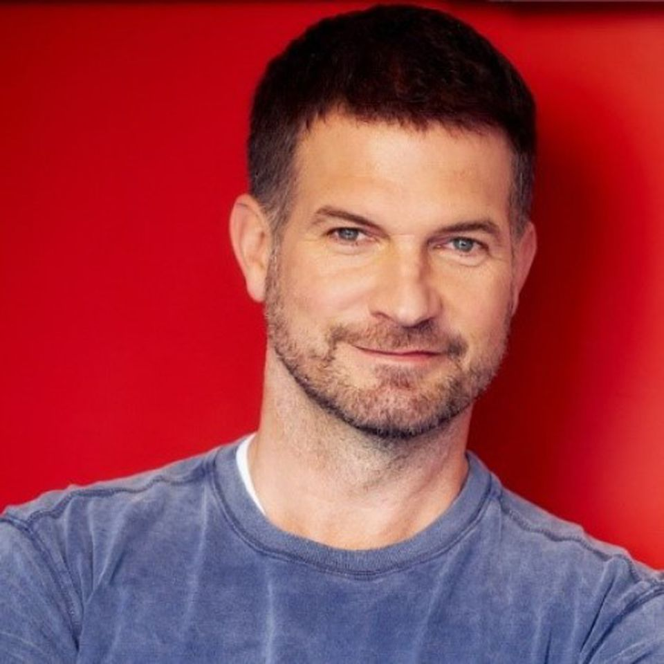 Simon Böer spielt den neuen Mathe- und Physiklehrer David Ritter.